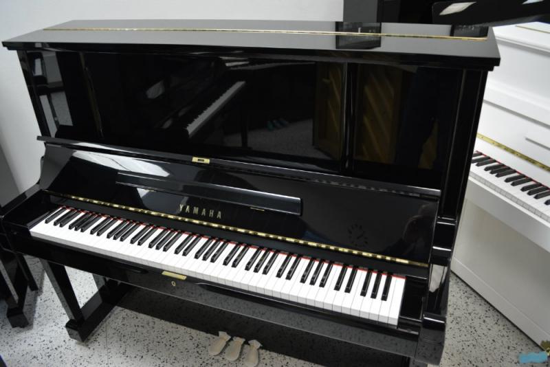 Yamaha UX3 Upright Piano (used)
