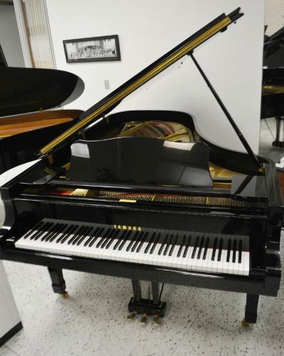 Yamaha C7 Concert Collection Grand Piano Ebony Polish