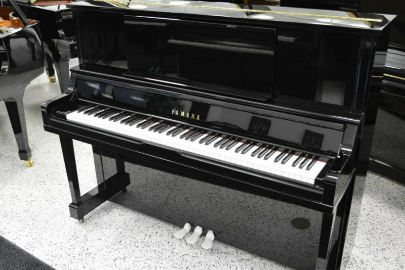 Used pianos digital pianos jim laabs music store for Yamaha piano upright