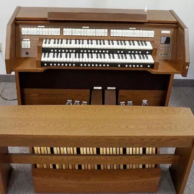 Viscount Chorum 60 Church Organ - American Oak