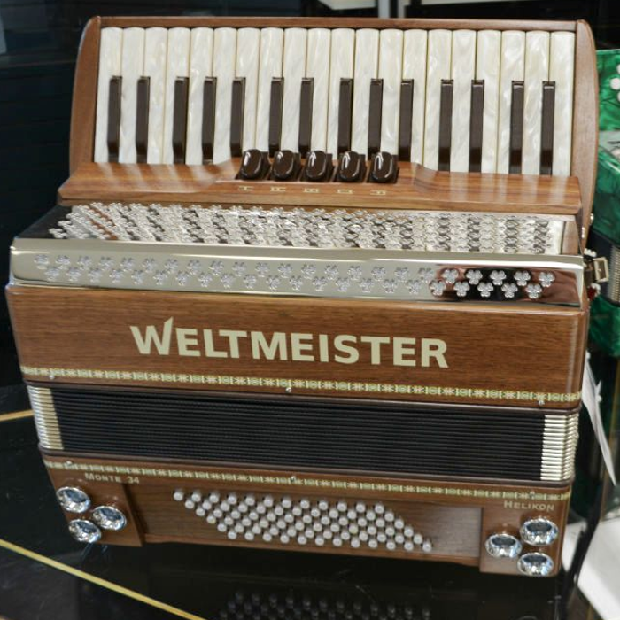 Weltmeister Monte 72 Bass with Helickon