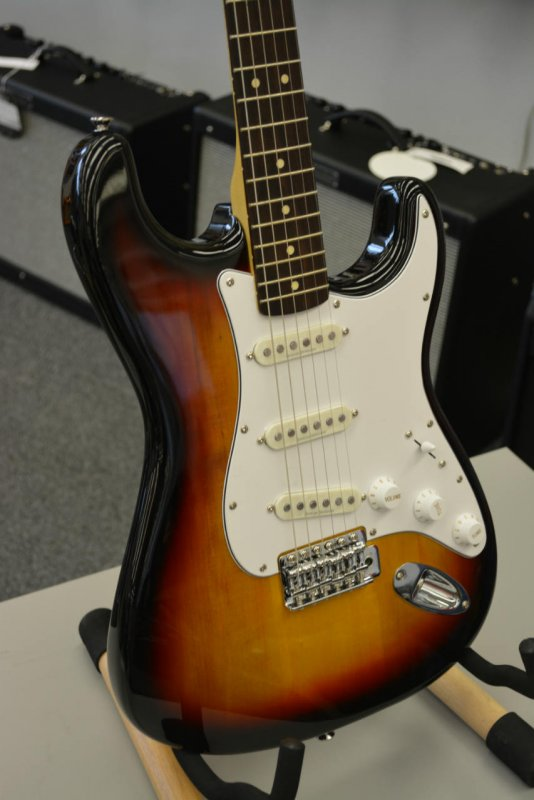Fender Squier Affinity Stratocaster Electric Guitar Brown Sunburst Rosewood Fretboard