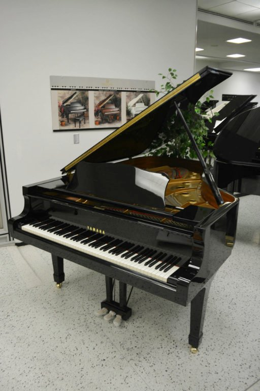 Yamaha C5 Concert Grand Piano - Ebony Polish (used)
