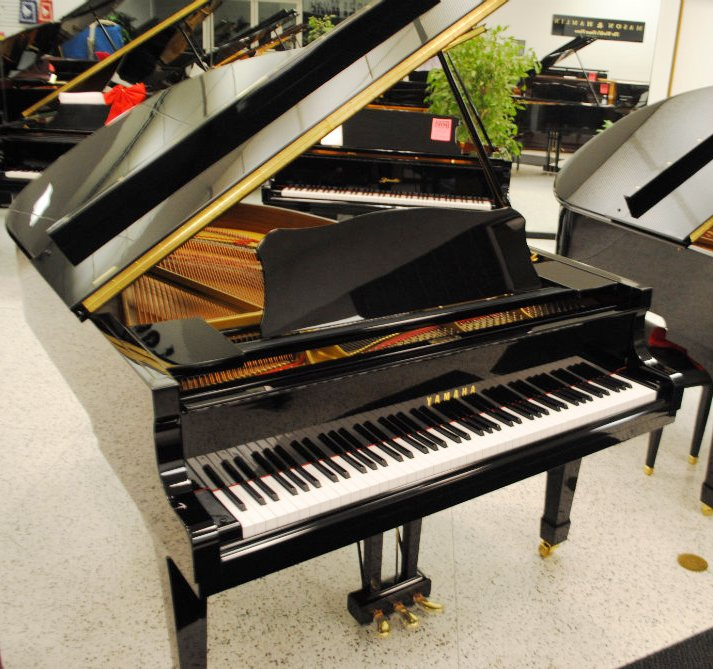 Yamaha C3 Concert Grand Piano - Ebony Polish (used)