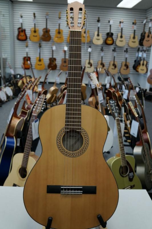 Hofner H12 Classical Guitar