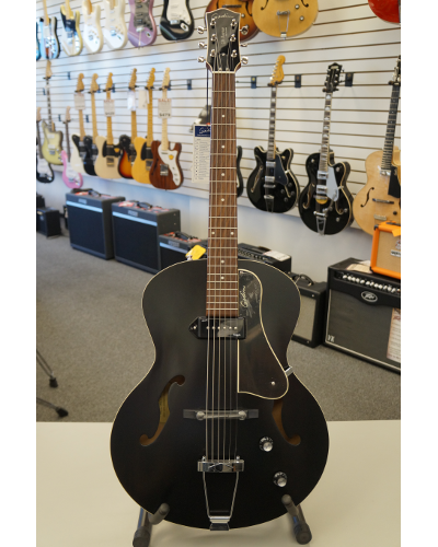Godin 5th Avenue Kingpin Archtop Acoustic Guitar Black