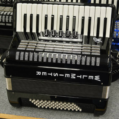 Weltmeister Kristall Piano Accordion 60 Bass Black