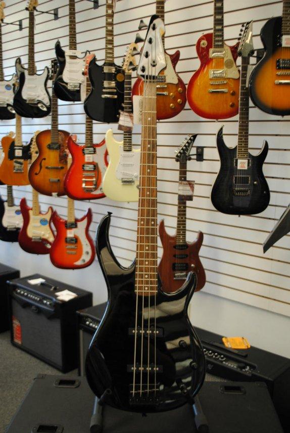 Peavey Millennium 4 Bass Guitar - Gloss Black Finish