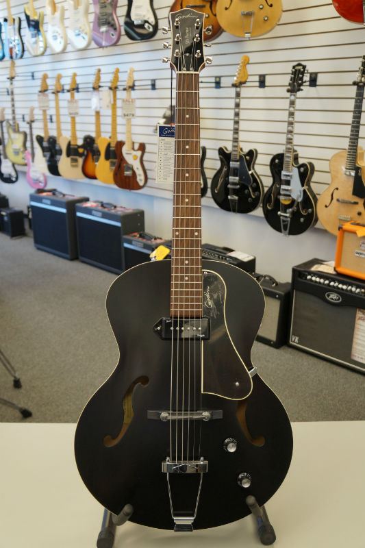Godin 5th Ave Kingpin P90 Jazz-Style A/E Guitar - Black