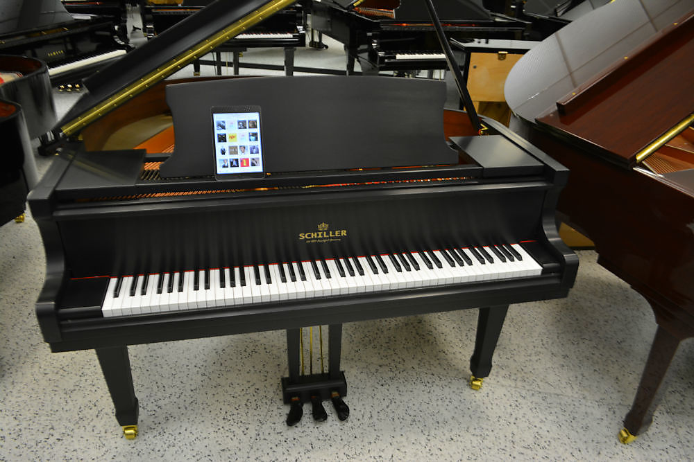 Schiller Leipzig Ebony Satin IPAD Player