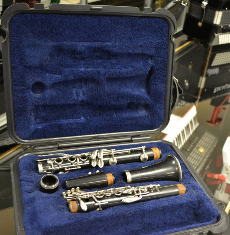 Selmer Clarinet Bb w/ Case and Rubber Mouthpiece