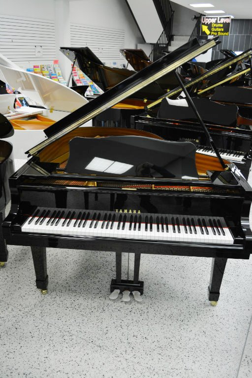 Yamaha C2 Grand Piano - Ebony Polish (used)