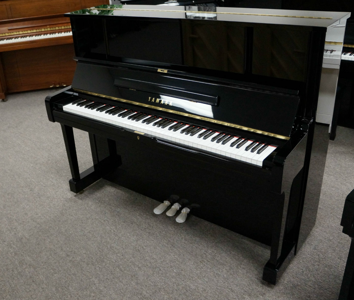 Yamaha UX-1 Upright Piano (used)