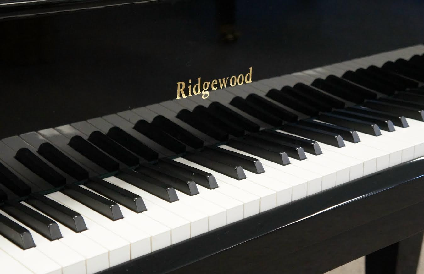 Weber Ridgewood Baby Grand