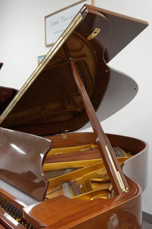 SCHIMMEL GRAND PIANO 5'10 WALNUT POLISH