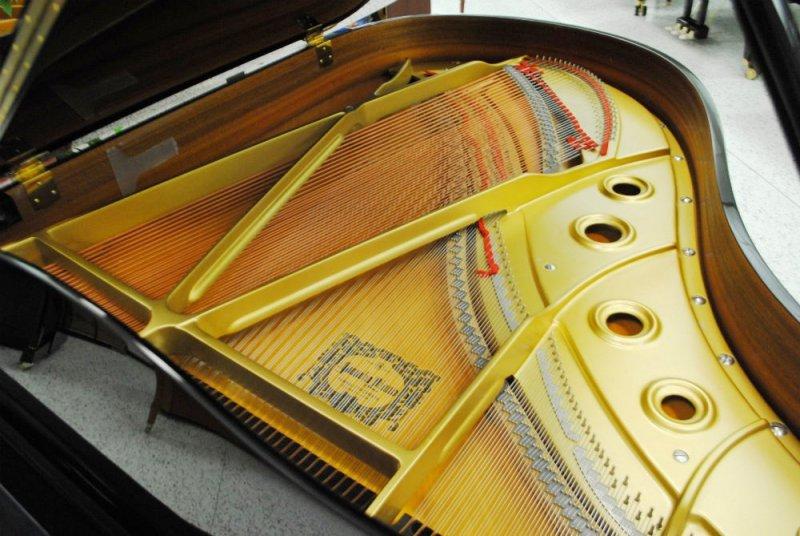 Yamaha C3 Concert Grand Piano - Ebony Polish (used)