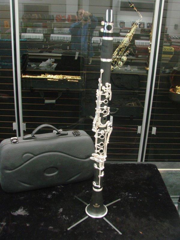 Schiller Clarinet Plastic w/Wood Grain Finish - Floor Model