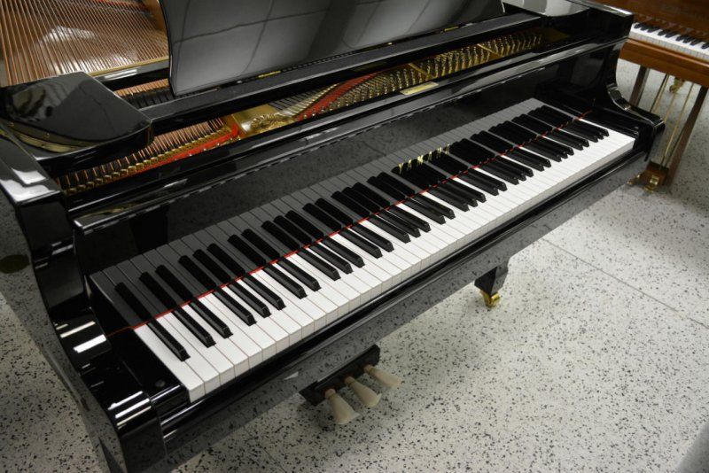 Yamaha C3 Grand Piano - Ebony Polish (used)