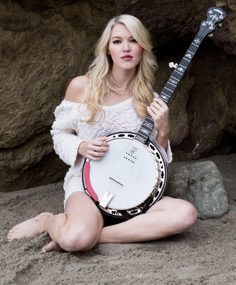 Deering Sierra™ 5-String Acoustic Electric Banjo