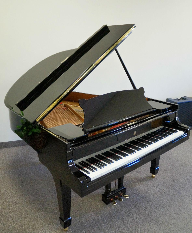 Steinway Model M Grand Piano Ebony Polish