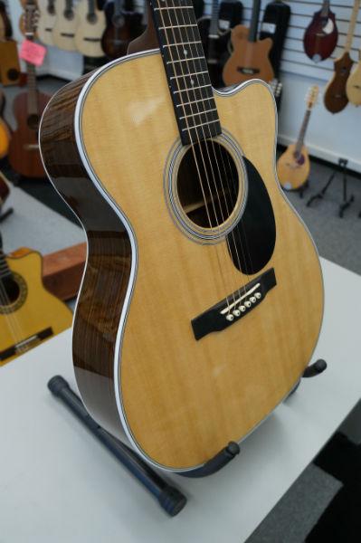 Martin OMC-28E A/E Guitar