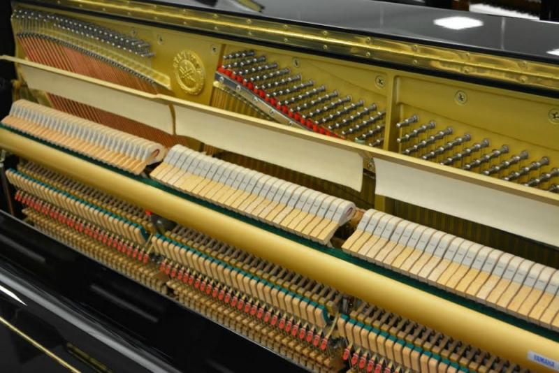 Yamaha UX10 Upright Piano (used)