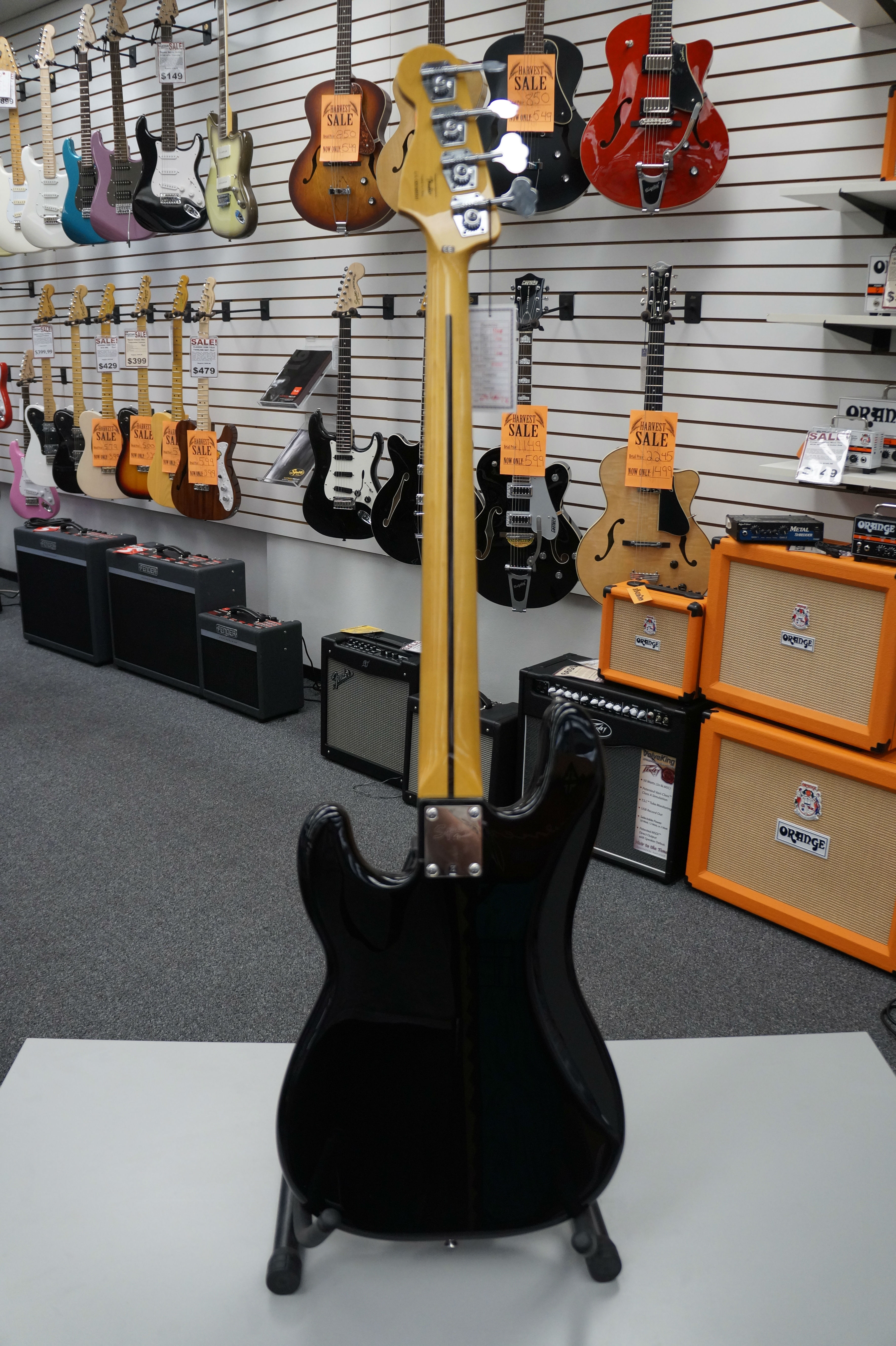 Squier® Classic Vibe P Bass® '70s Electric Bass Black
