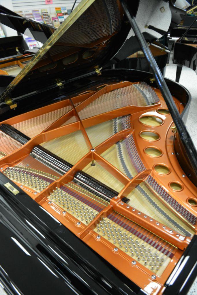 BOSENDORFER 190 GRAND PIANO - Made in Austria 6'3 - Like new Condition