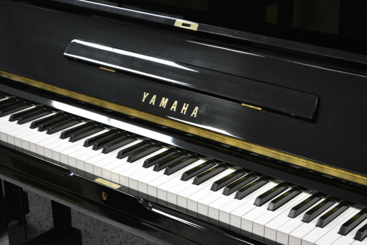 Yamaha u3 upright piano crisp sound as new condition for Yamaha installment financing