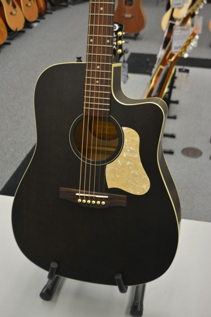 Art & Lutherie Americana Faded Black CW Q1T Acoustic-Electric Guitar