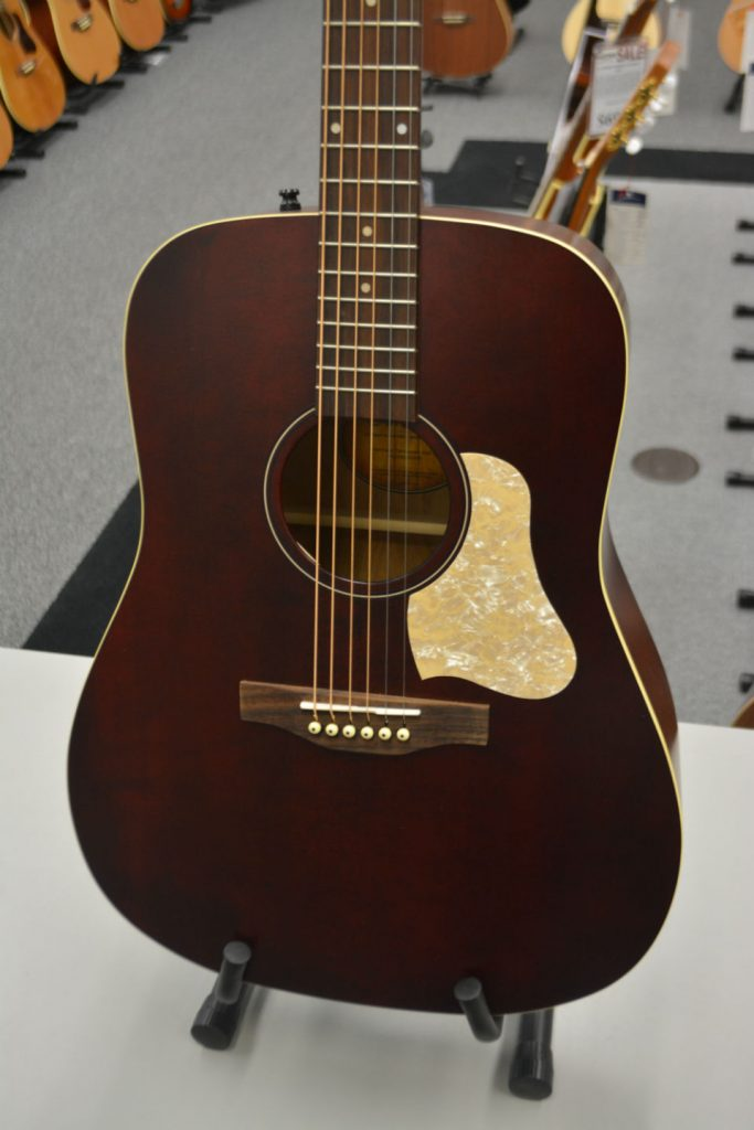 Art & Lutherie Americana Tennessee Red QIT Acoustic-Electric Guitar