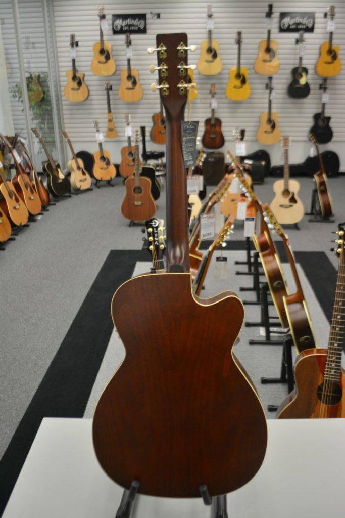 Art & Lutherie Legacy Left CW QIT Bourbon Burst Left-Handed Acoustic-Electric Guitar