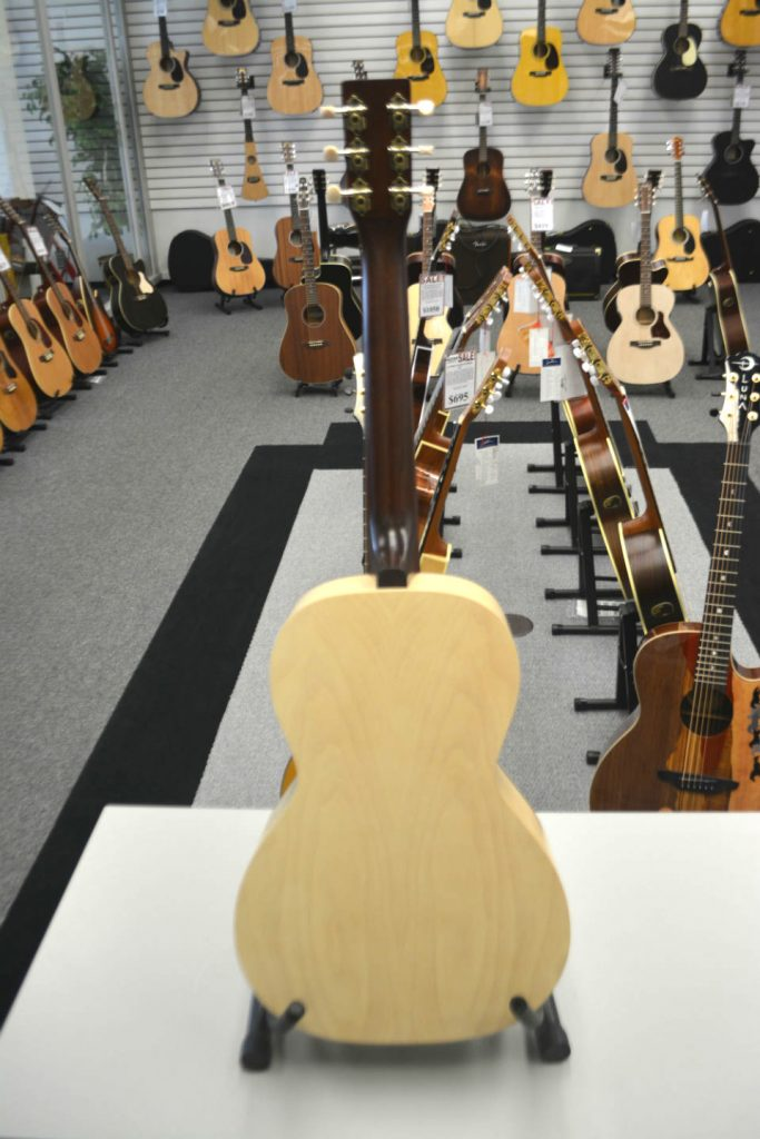 Art & Lutherie Roadhouse A/E Faded Cream Acoustic-Electric Guitar