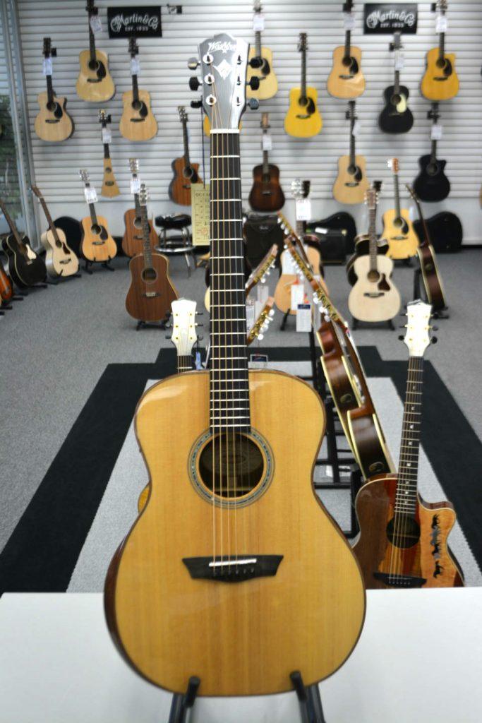 Washburn Comfort Series WCG700WEK-D Natural Acoustic-Electric Guitar
