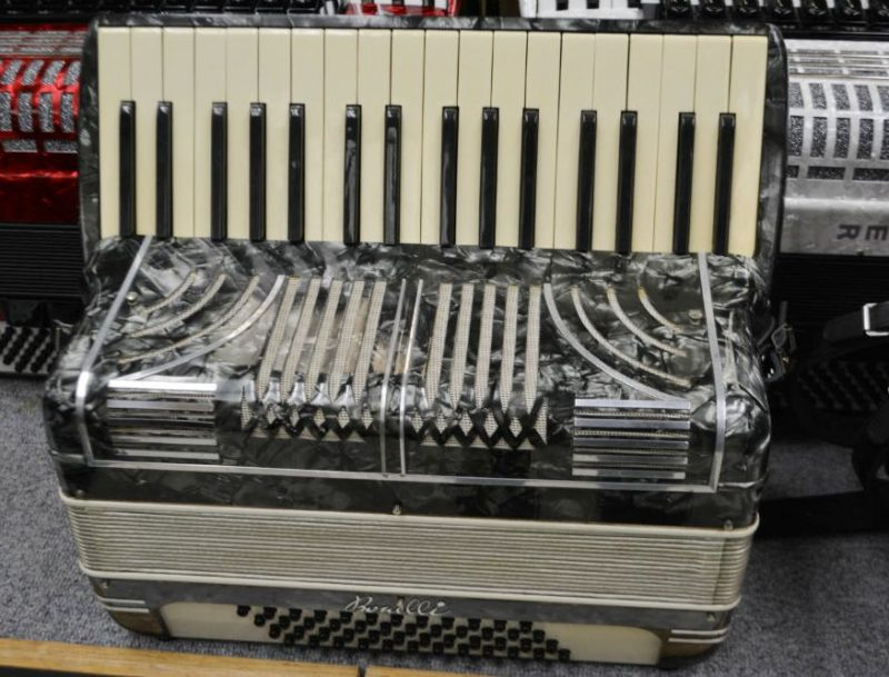 Renelli 48 Bass Piano Accordion