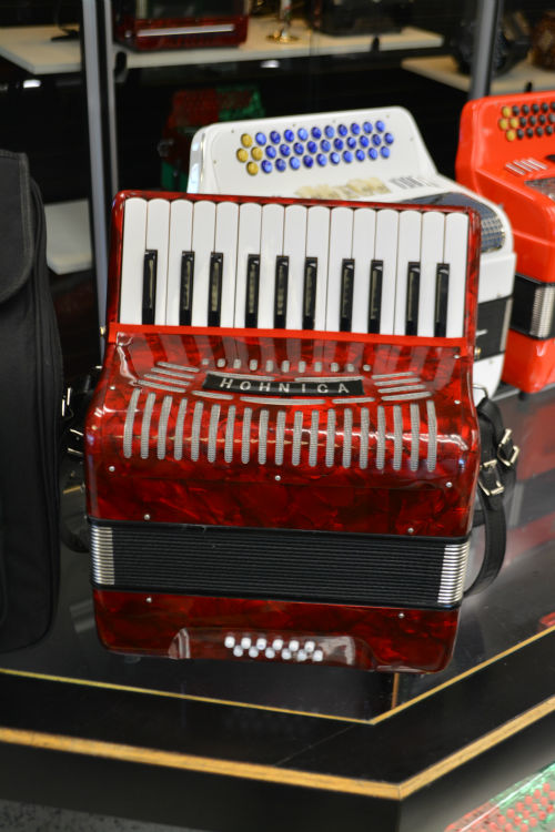 used accordions jim laabs music store. Black Bedroom Furniture Sets. Home Design Ideas