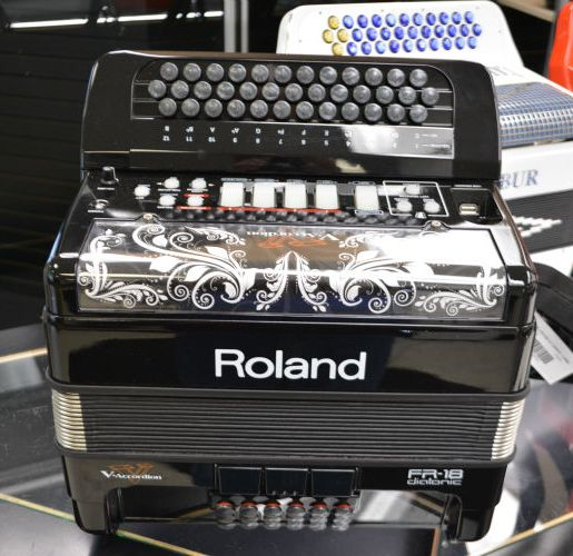 Used Roland FR-18 Diatonic  V-Accordion