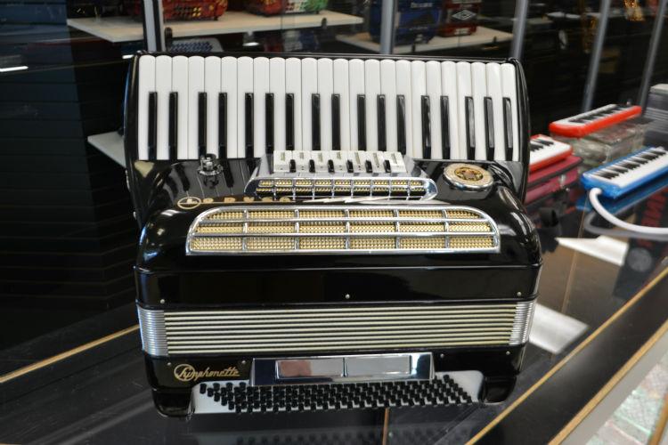 used la duca symphonette accordion jim laabs music store. Black Bedroom Furniture Sets. Home Design Ideas