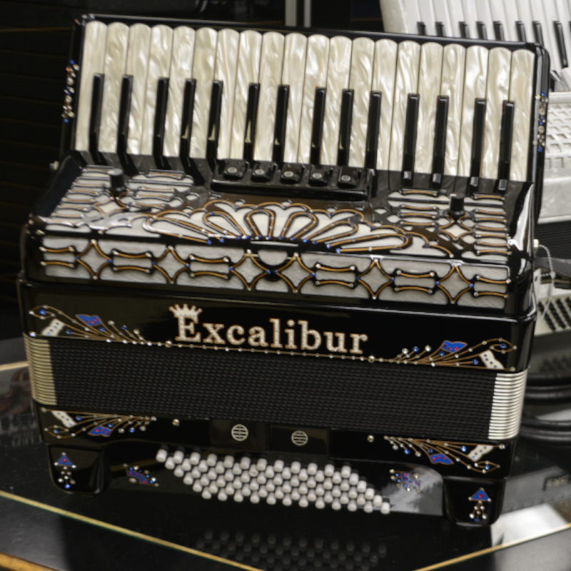 Excalibur Crown Series LTD Edition 72 Bass Accordion
