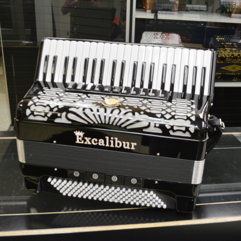 Excalibur Triple Crown 120 Bass Piano Accordion-Mussette
