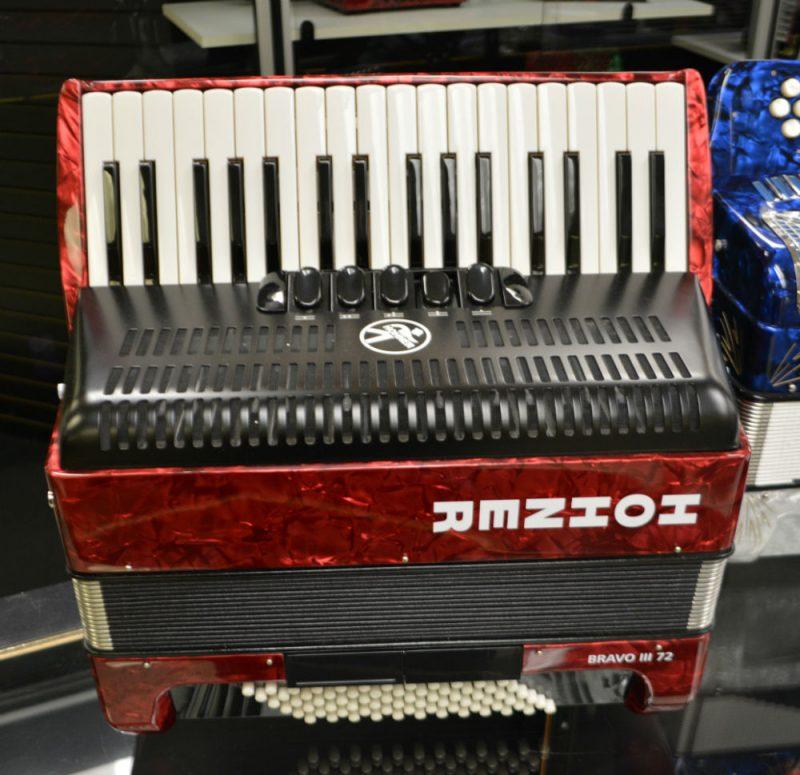 HOHNER BRAVO III PIANO ACCORDION 72 BASS(NEW)