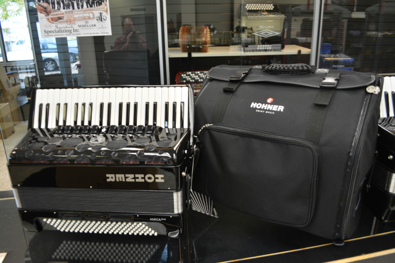Hohner Amica Forte IV 120 Bass Piano Accordion