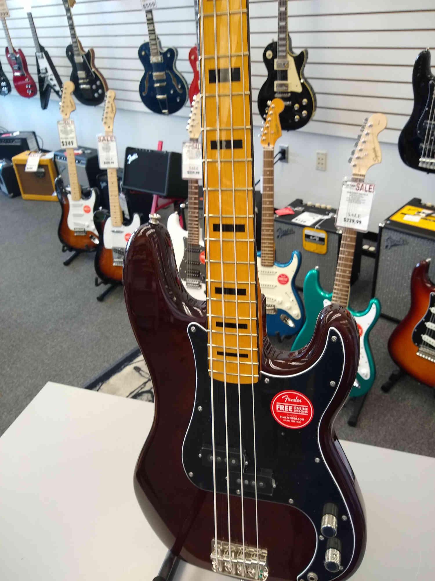 Squier Classic Vibe 70's Bass Walnut
