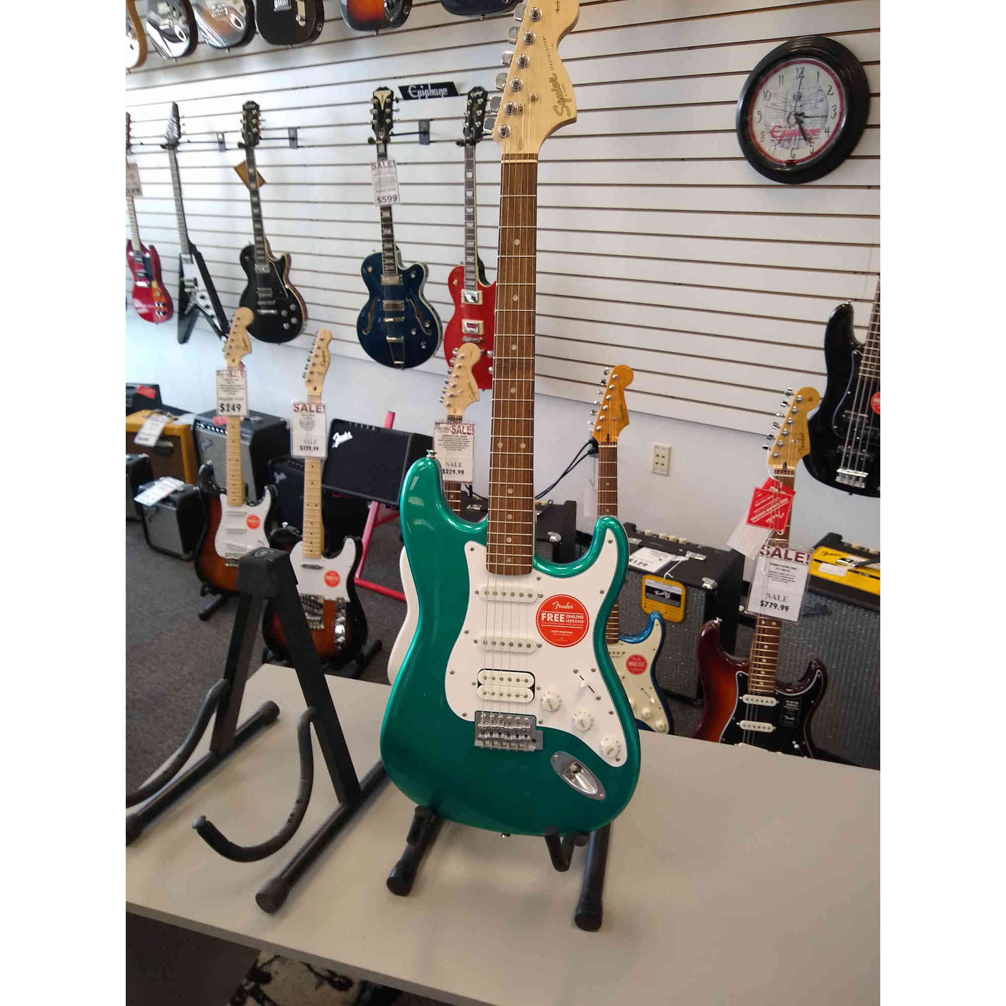 Squier Affinity Stratocaster HSS - Race Green with Indian Laurel Fingerboard
