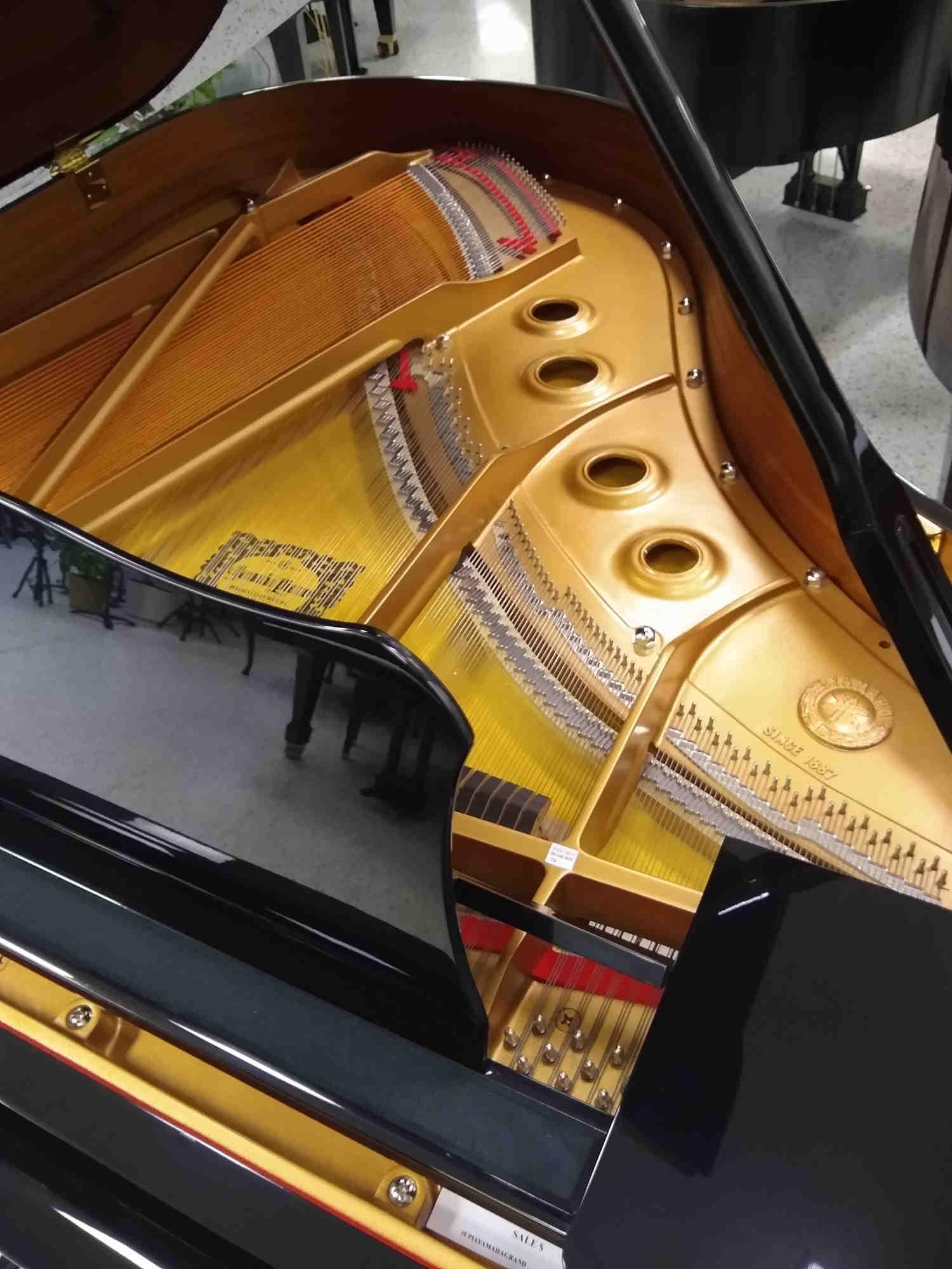 Yamaha C2 Grand Piano 5'8 Black Polish