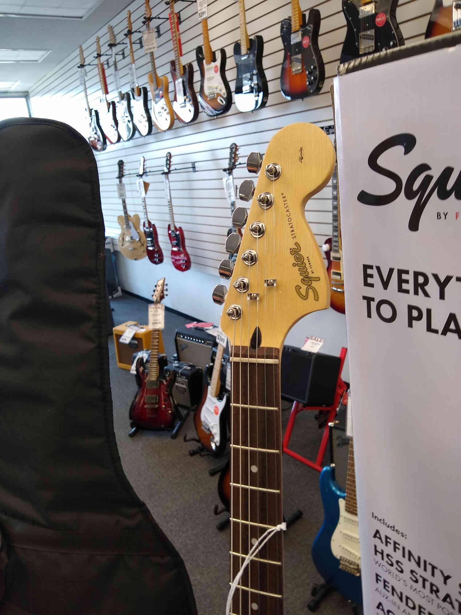 Squier Strat Pack HSS W/Fender 15G Amplifier