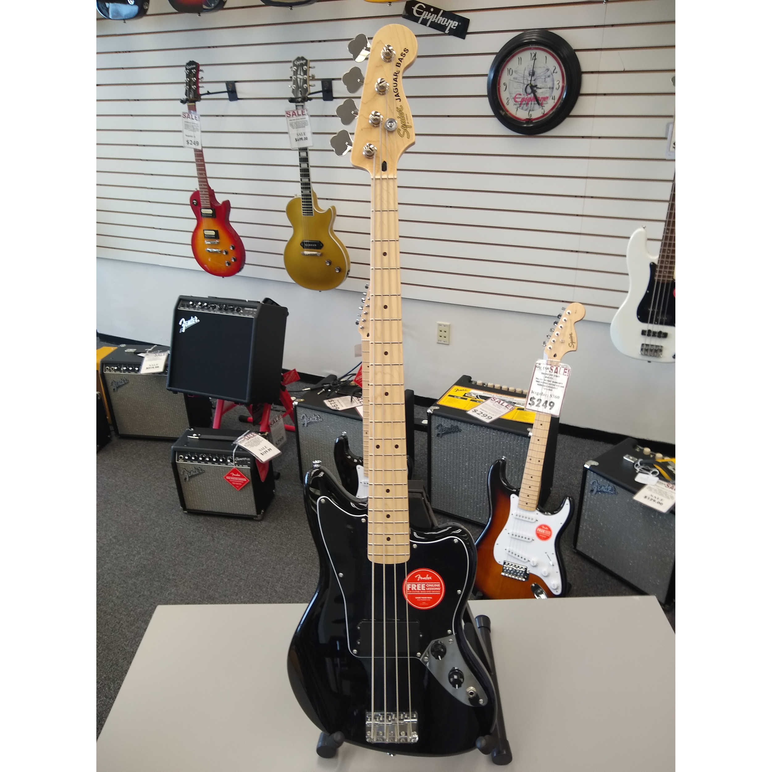 Squier Affinity Series Jaguar Bass H - Black with Maple Fingerboard