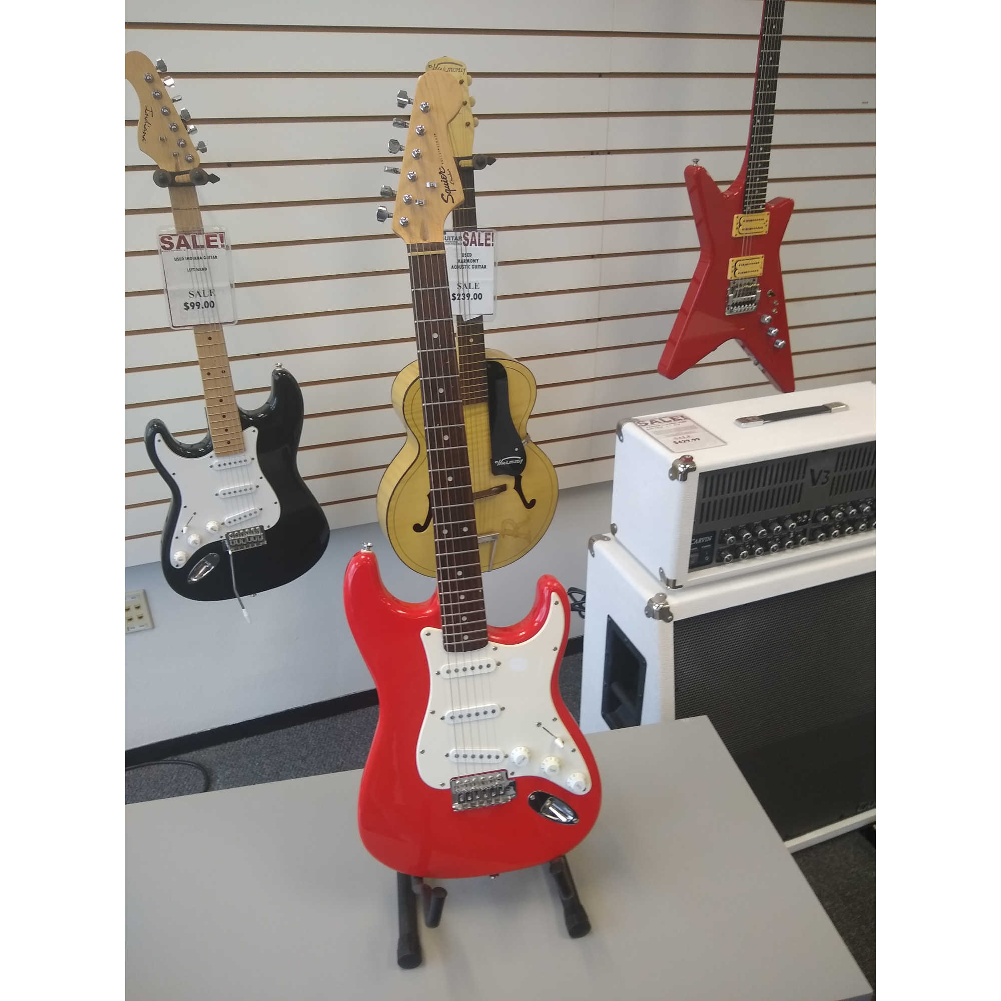Squier Guitar With Amp - Red Polish Finish