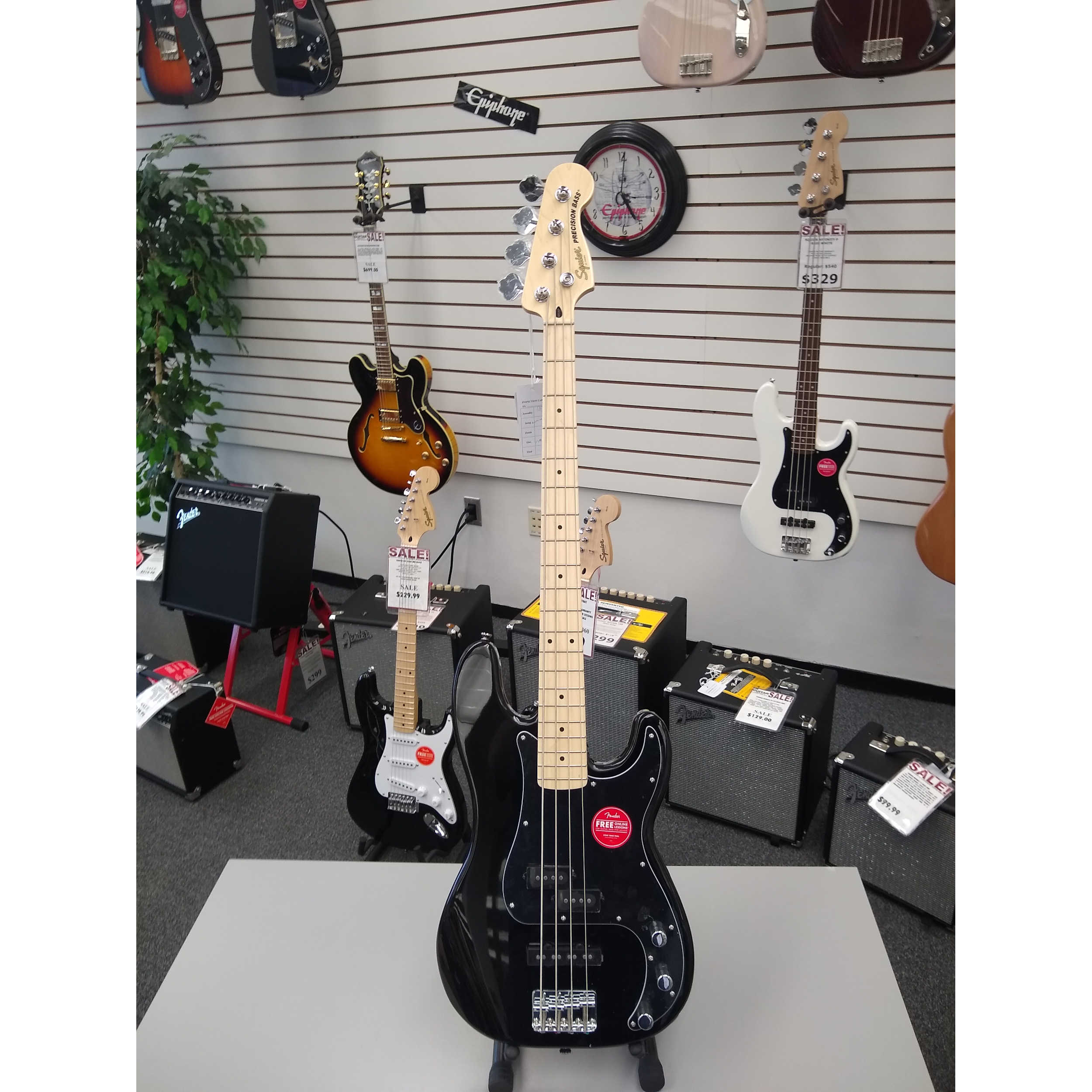 Squier Affinity Series Precision Bass, Maple Fingerboard, Black